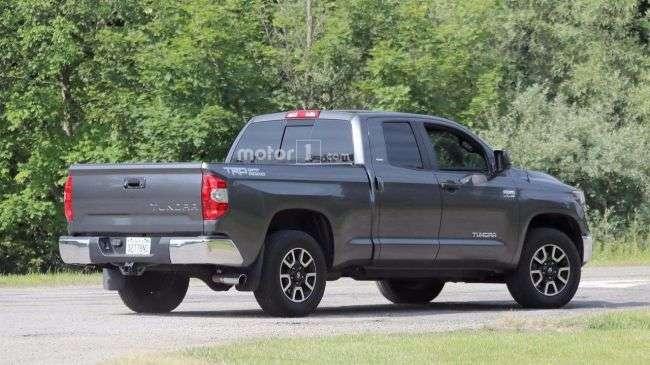 Toyota тестує оновлену версію флагманського пікап Tundra