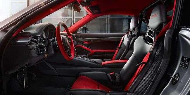 Porsche показала самий потужний і швидкий 700-сильний суперкар Porsche 911 GT2 RS