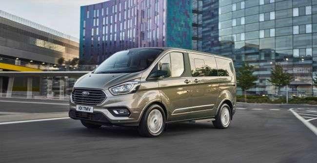 Компанія Ford презентувала нову версію мінівена Tourneo Custom