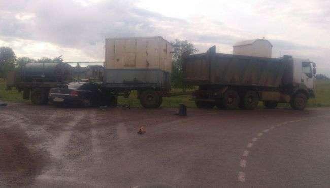 Смертельне ДТП у Башкирії: легковик влетів у причеп вантажівки