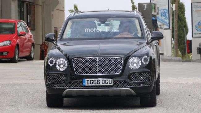 Bentley вивів на тести гібридний позашляховик Bentayga