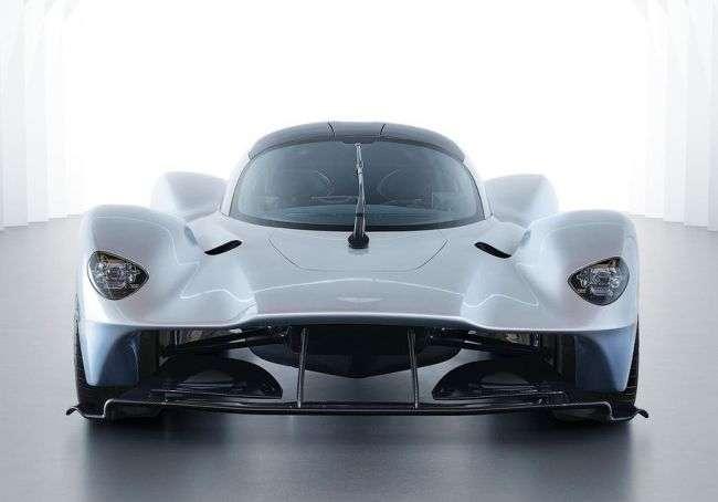 Aston Martin спільно з Red Bull презентували передсерійний варіант свого гіперкара Valkyrie