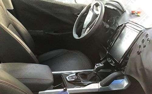 Опубліковані перші шпигунські фото нового кросовера Brilliance X7