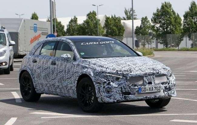 Новий Mercedes-Benz GLA «засвітився» на шпигунських фото