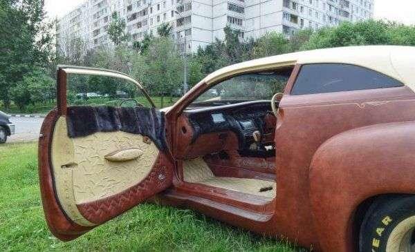 В Хімках на продаж виставлений унікальний автомобіль з шкіри бізона