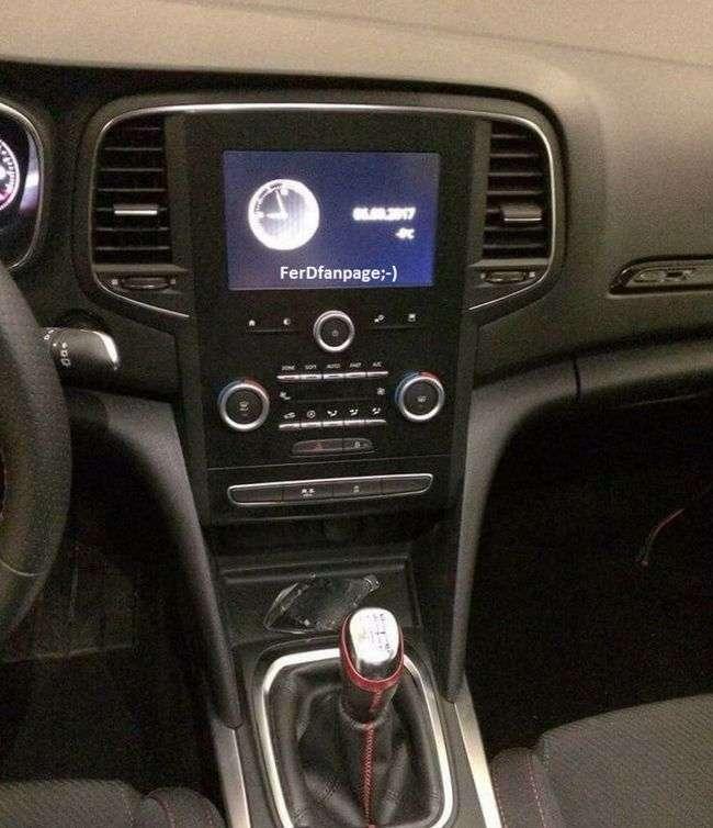 Фотошпигунам вдалося заглянути під капот нового Renault Megane RS