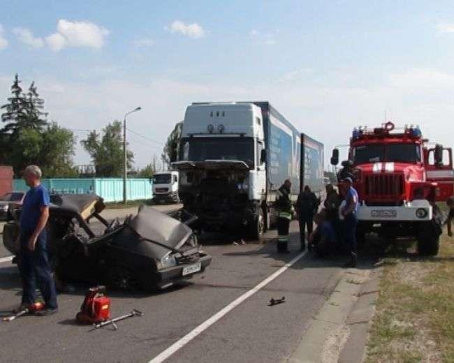 Вантажівка та «ВАЗ зіткнулися під Курськом: загинули 2 людини