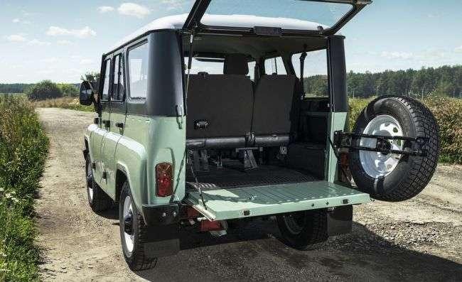 УАЗ: представлена ювілейна версія позашляховика «УАЗ-469»