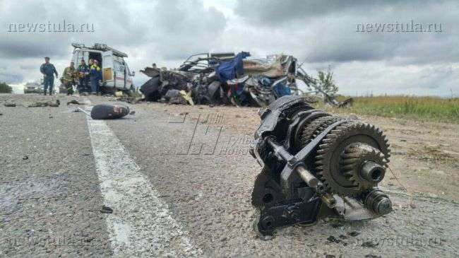 ДТП в Тульській області: самоскид «МАЗ» розірвав навпіл легковик «ВАЗ»