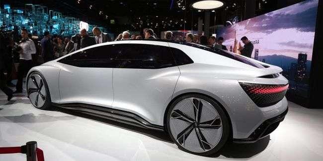Концепт-кар Audi Aicon без педалей, керма та фар показали у Франкфурті