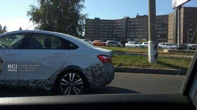 Lada вивела на дороги Тольятті нову Lada Vesta SE Cross