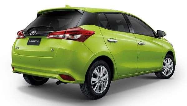 Toyota представила нову версію хетчбека Yaris