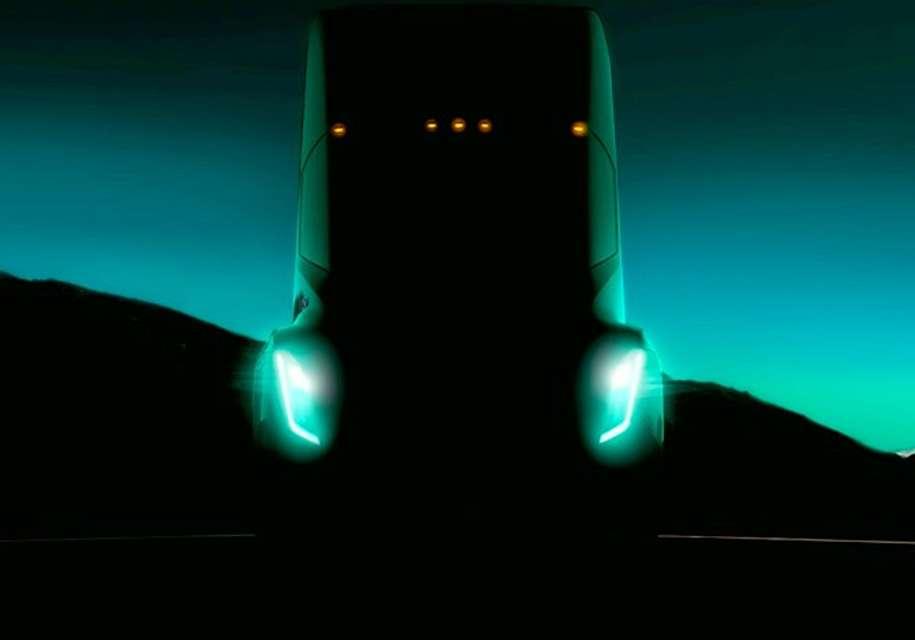 Опублікована перша фотографія вантажівки Tesla з тестів