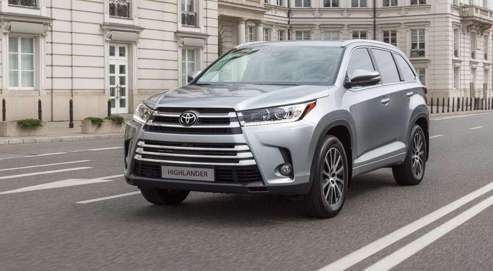 Toyota Highlander в Росії отримав нову «бюджетну» версію